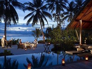shangrilas villingili resort maldives - beach dinner