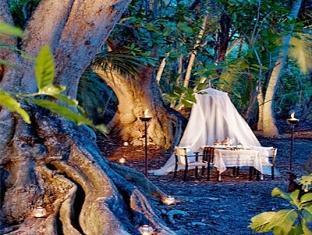 shangrilas villingili resort maldives - jungle dinner