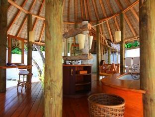 soneva fushi resort maldives - crusoe suite bathroom