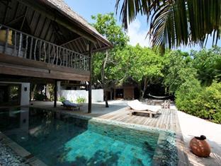 soneva fushi resort maldives - swimming pool