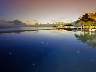 velassaru maldives resort - infinity pool