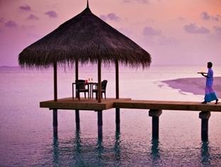 velassaru maldives resort - sand restaurant