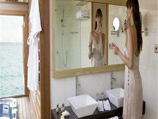 veligandu island resort maldives - bathroom