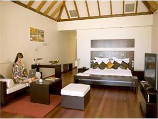 veligandu island resort maldives - suite room