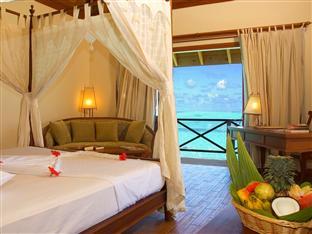 vilu reef beach spa resort maldives - jacuzzi water villa