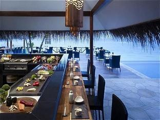 vivanta taj coral maldives resort - the grill by the pool side