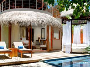 w retreat spa resort maldives - beach retreat day