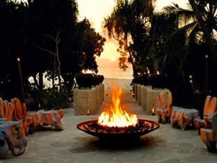w retreat spa resort maldives - firepit
