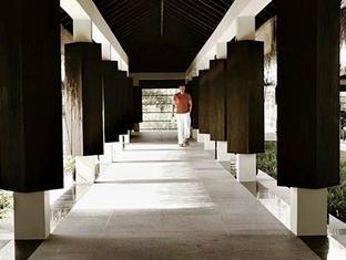 zitahli kudafunafaru resort maldives - breeze walk way